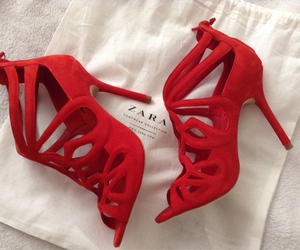 red and Zara image