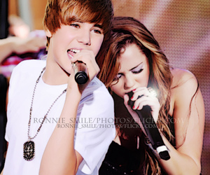 miley cyrus, jiley, and singing image