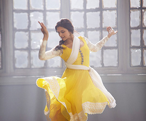 deepika padukone and dance image