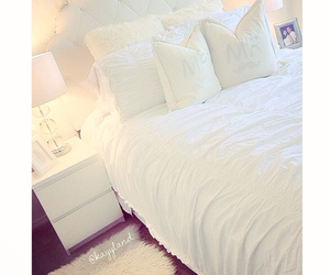 bedroom, decor, and lamps image