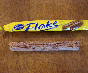 chocolate bar and cadbury flake image