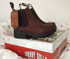 fashion, shoes, and johnny bulls image