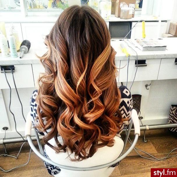 Fryzury Kręcone Włosy Fryzury Długie Na Co Dzień Kręcone