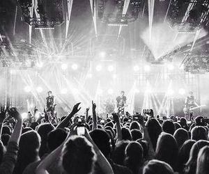 concert, 5sos, and love them image