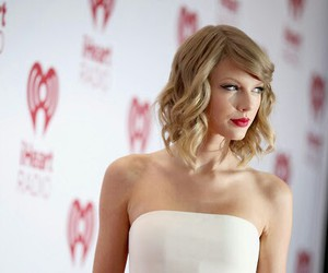 short hair, Taylor Swift, and iheartradio image
