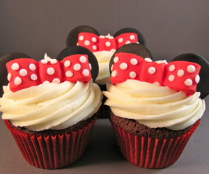 cupcake, disney, and minnie mouse image