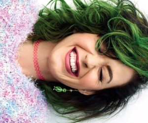 header and katy perry image