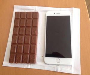 chocolate and iphone 6 image