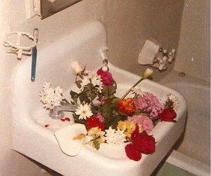 bathroom, vintage, and flowers image