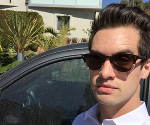 brendon urie, panic! at the disco, and twitter image