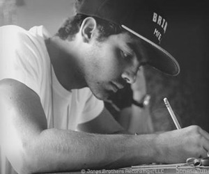 Joe Jonas and snapback image