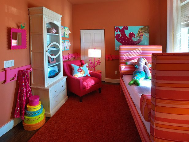 Bedroom Designs Making Your Eyes Wide Open With The Girl Room Decor Ideas The Fantastic Red Carpet With Orange Wall Painting And Single Pink Chair Diy Girls Bedroom Ideas Neohl