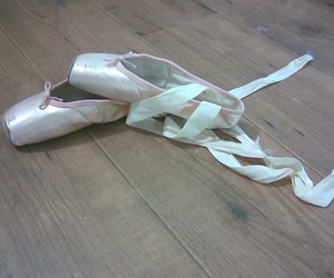 ballet and pointe shoes image