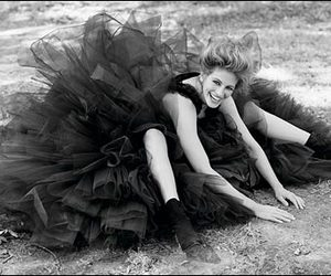 beautiful, julia roberts, and black and white image
