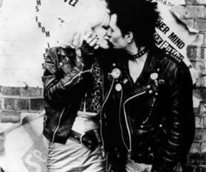 sid vicious, sex pistols, and black and white image