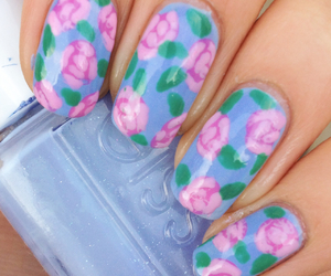 nails and essie image