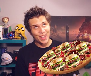 gamer, pizza, and ust image