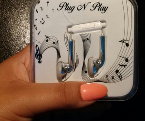 earphones, hot topic, and manicure image