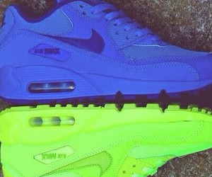 nike max shoes image