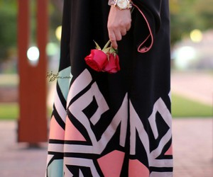 rose and abaya image