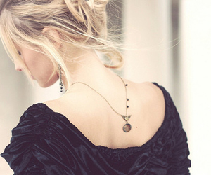 girl, blonde, and necklace image