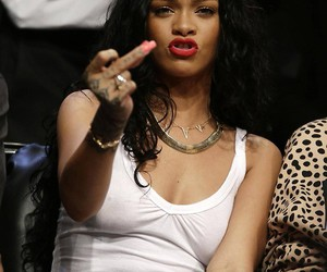 middle finger, sexy, and rihanna image
