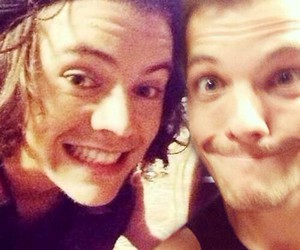 larry stylinson, louis tomlinson, and Harry Styles image