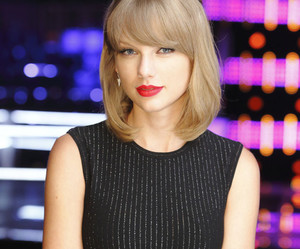 Taylor Swift and the voice image