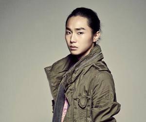 jay, jeon jihwan, and the boss image