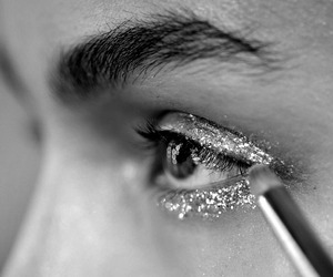 eye makeup, sparkle in so cal contest, and eye shadow image