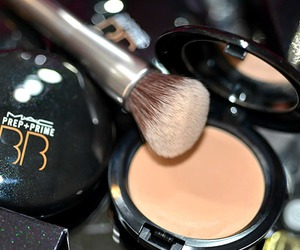 brush, mac, and powder image