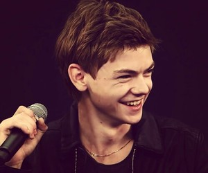 Hot, smile, and thomas sangster image