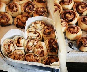 food, cinnamon roll, and heart image