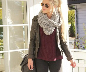 clothes, fall, and sweater weather image