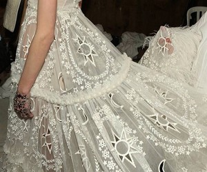 Alexander McQueen, backstage, and details image