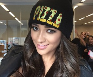 pizza, shay mitchell, and pll image