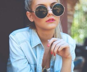 awesome outfit, red lips, and pretty sunglasses image
