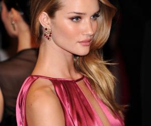 model, rosie huntington-whiteley, and Victoria's Secret image