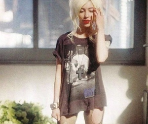 girl, blonde, and the veronicas image