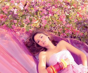 jessica alba, flowers, and Elle image