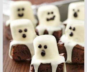 brownie, dulce, and food image