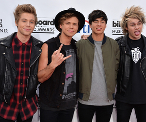 5sos, 5 seconds of summer, and calum image