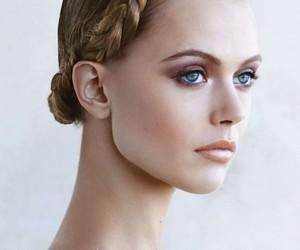 frida gustavsson and model image