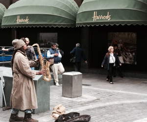 harrods and busker image