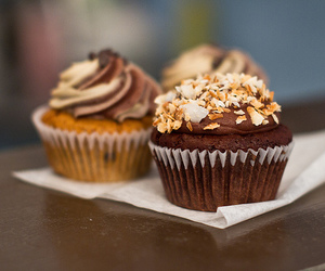 chocolate, delicious, and cupcake image