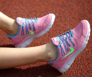 nike running shoes, nike free shoes, and hot free shoes image