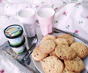 breakfast, bed, and Cookies image
