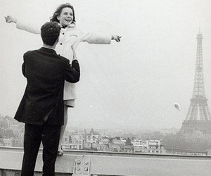 couple, paris, and black and white image
