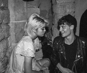 black and white, couple, and sky ferreira image