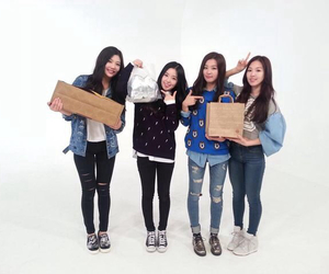 red velvet and weekly idol image
